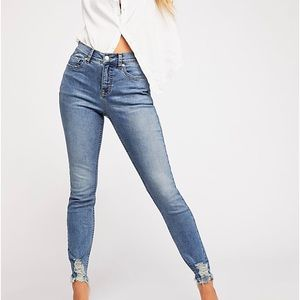 FREE PEOPLE CRVY Mid-Rise Skinny Jeans